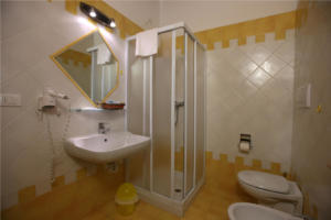 52.Appartamento arancio bagno