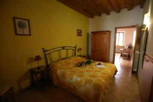 51.Appartamento arancio camera